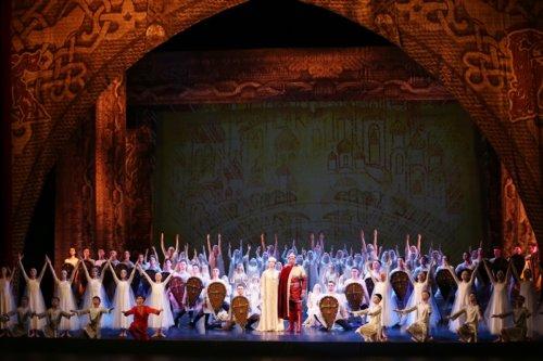 Финальным аккордом «Волжских сезонов» - 2019 стали прошедшие на сцене Самарского академического театра оперы и балета показы гала-спектакля «Князь Владимир».