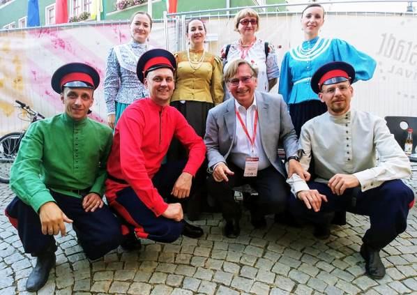 Казачья справа с директором Еврорадио Грэмом Диксоном на фолк-фестивале Еврорадио