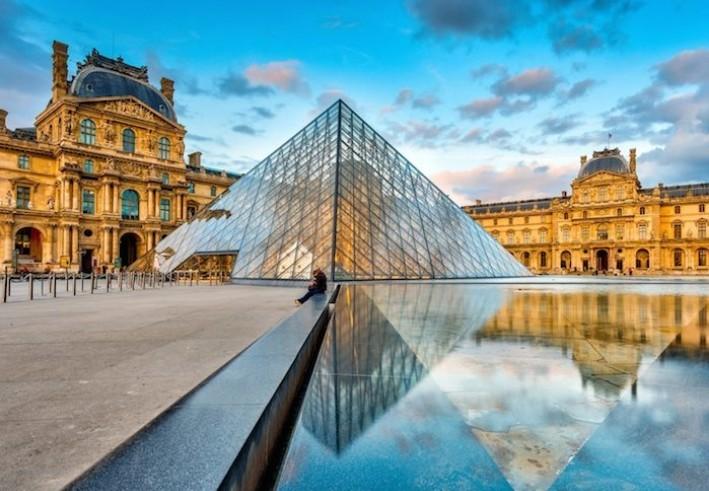 Лувр откроется в июле